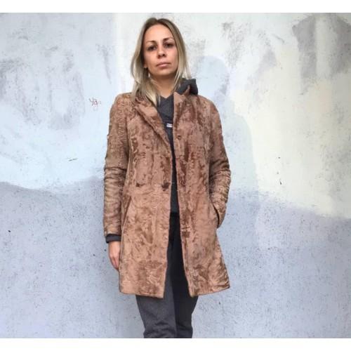 9b7111715de Пальто из каракульчи от Elvi